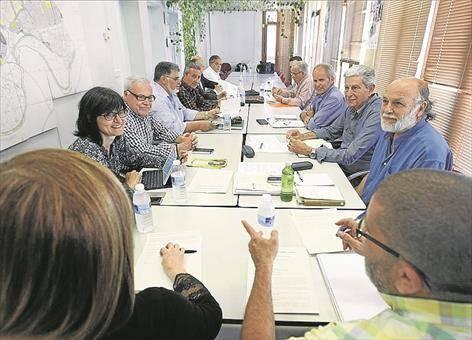 La mesa de Cosmos rechaza la propuesta del PP de poner una fecha tope para las conclusiones
