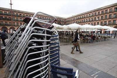 El movimiento ciudadano exige que la calle no sea el almacén de los veladores