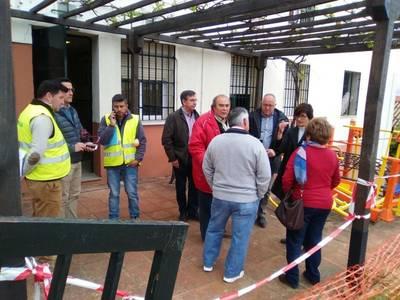 Infraestructuras consensúa remates de la obra del Mirador con mayores del Centro de Osario Romano