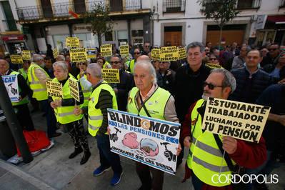Los pensionistas convierten el mayo festivo en reivindicativo