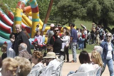 Los vecinos vuelven a 'tomar' la Asomadilla para celebrar su día