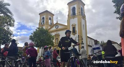 Una marcha ciclista reivindica más instalaciones deportivas en Cañero y el Guadalquivir