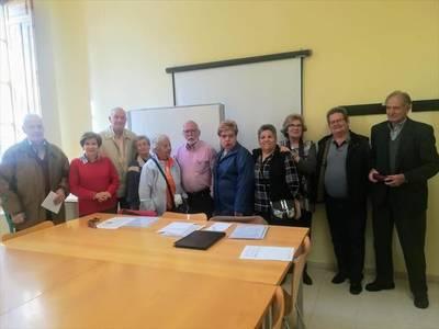 Recogen firmas para reclamar un centro de mayores para Lepanto
