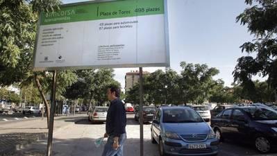 El aparcamiento de la plaza de toros tendrá 100 plazas de zona azul en lugar de las 300 iniciales