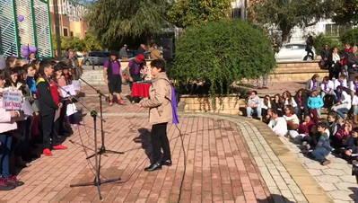 """700 estudiantes reivindican como suyo el """"No es no"""" en La Fuensanta"""