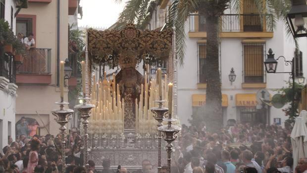 La A. V. La Axerquía informa sobre: El cambio de carrera oficial de la Semana Santa en la ciudad.