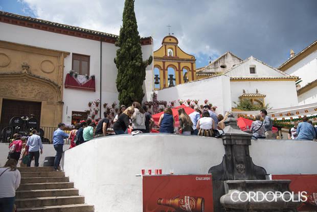 Vecinos de La Axerquía muestran su hartazgo por las Cruces