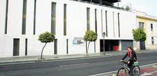 Los vecinos denuncian la pérdida de plazas en el parking de la Ribera