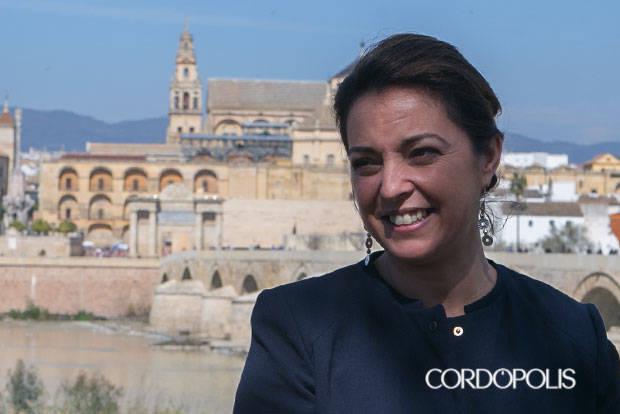 """La alcaldesa pide """"cautela"""" tras el informe sobre la Mezquita"""
