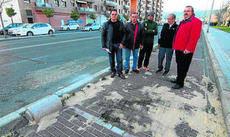 Los vecinos de Poniente protestan contra los bolardos