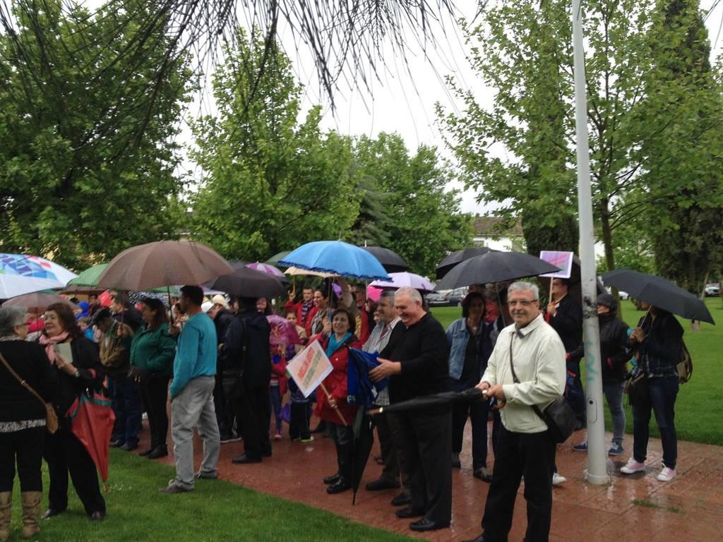 Sin miedo bajo la lluvia por apertura del Pabellón Deportivo