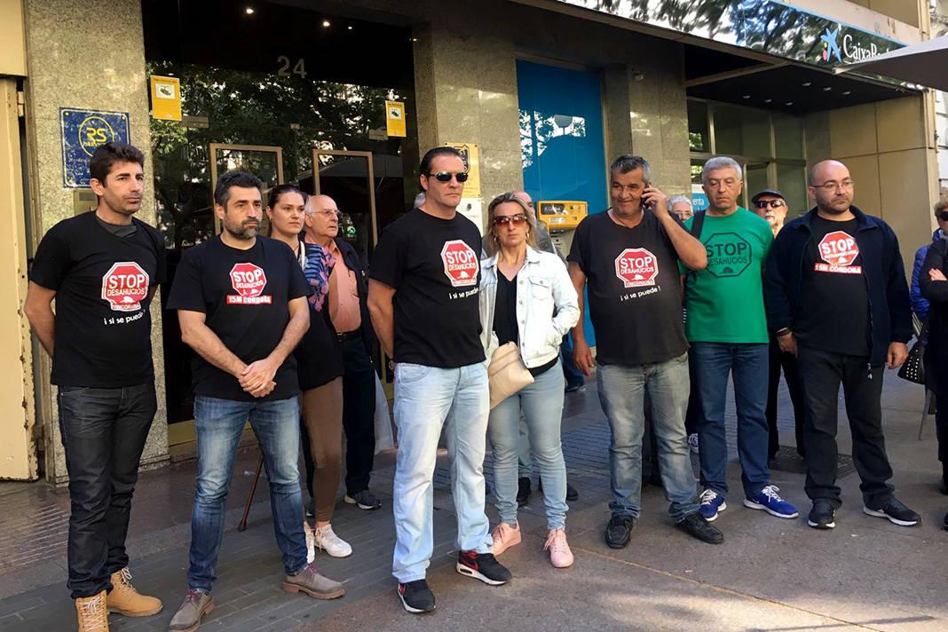 Familias en pisos de caixabank piden que no les desahucien for Pisos caixabank