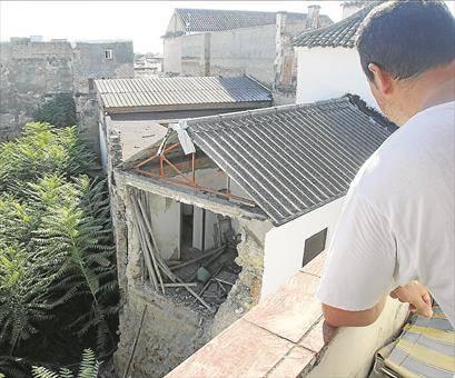 Los vecinos ven dejadez municipal en las viviendas vacías del casco