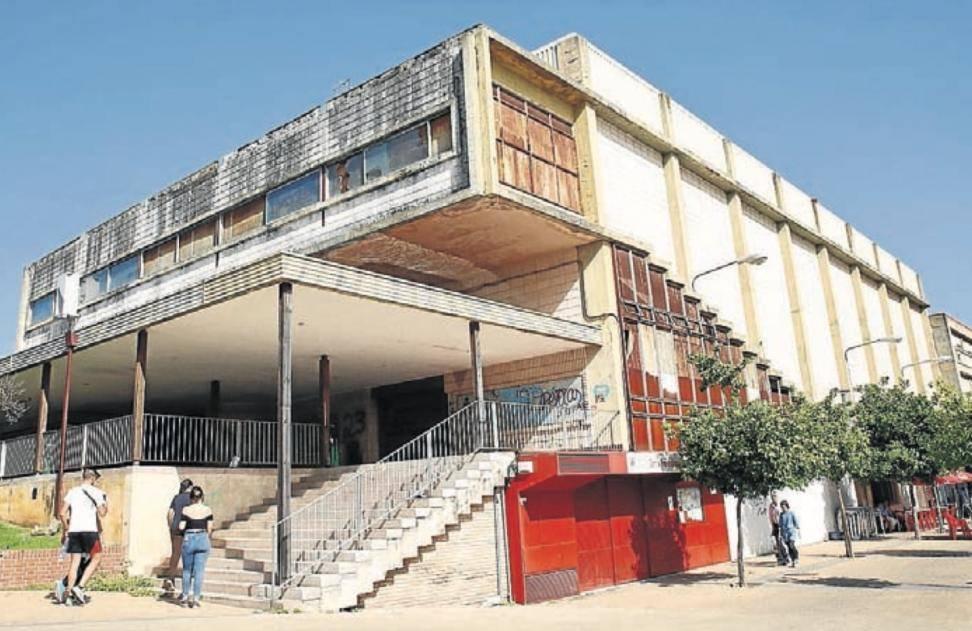 Urbanismo estudia la adquisición del edificio del antiguo cine Almirante del Parque Figueroa