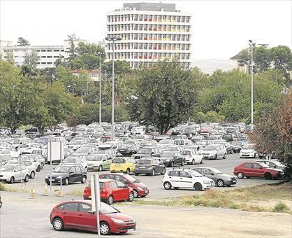Satisfacción vecinal y política por la marcha atrás del parking del hospital