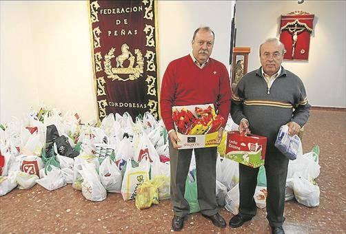 La Federación de Peñas Cordobesas entrega 1,5 toneladas de alimentos