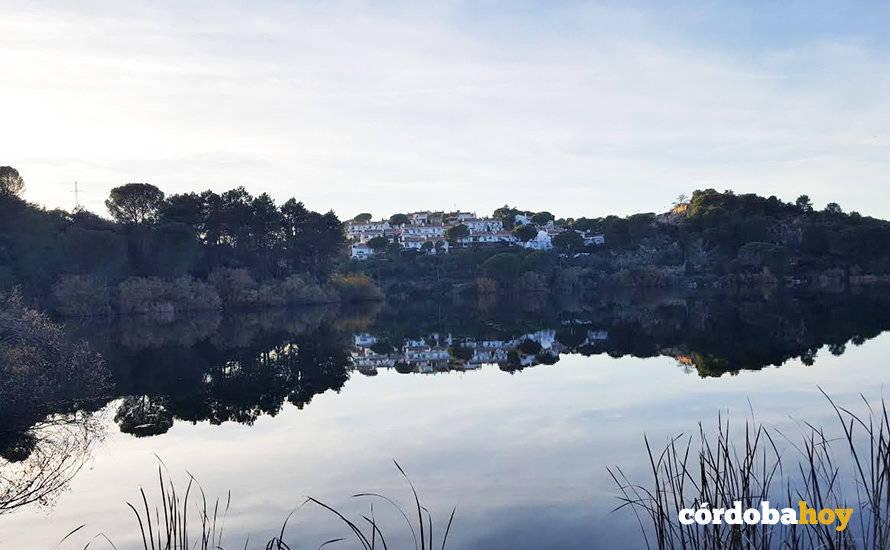 Vecinos de Las Jaras proponen al Ayuntamiento que asuma servicios básicos como el agua y alcantarillado