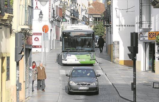 Malestar entre los residentes de Alfaros por la vuelta de autobuses