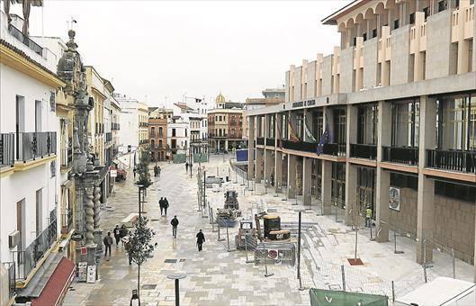 Ayuntamiento y vecinos del centro acercan posturas sobre Capitulares