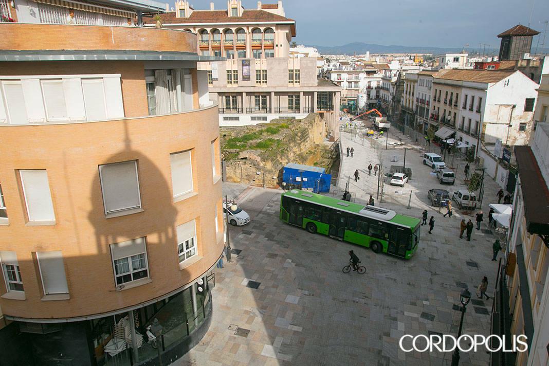 Vecinos contra la peatonalización de Capitulares se agrupan en una plataforma
