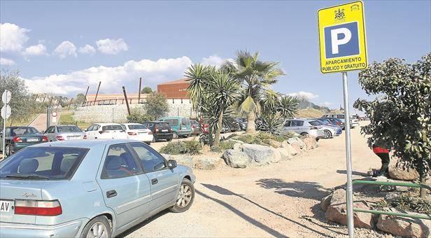 El Ayuntamiento reconoce que el cobro por aparcar en solares no está regulado