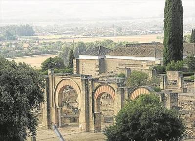Los vecinos exigen la coexistencia de las casas con Medina Azahara