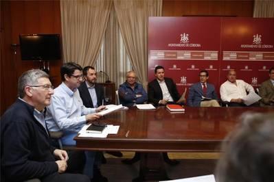 Urbanismo anuncia que retirará físicamente los veladores que no tengan autorización
