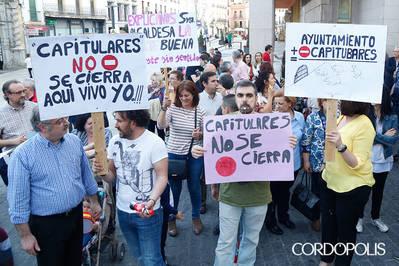 Vecinos del centro protestan por la peatonalización total de Capitulares