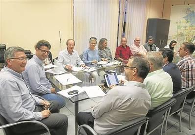 El Ayuntamiento eliminará a finales de mes los aparcamientos de la Ribera