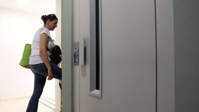 La Junta destinará 7 millones a la instalación de ascensores en 75 bloques de vecinos