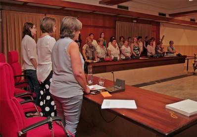 El Consejo Municipal de las Mujeres guarda un minuto de silencio por las tres últimas víctimas
