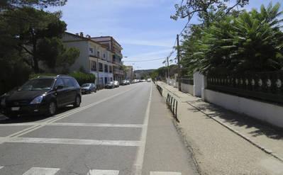 Los Pinares de Cerro Muriano critica la intención de peatonalizar una calle