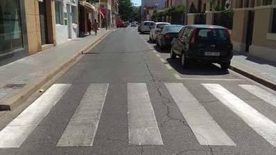 Al-Zahara solicita una nueva señalización horizontal para garantizar la seguridad vial