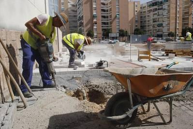 Infraestructuras cambia naranjos por almezos en la obra de La Fuensanta