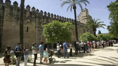 Vecinos de la Axerquía denuncian las molestias del turismo y el ruido