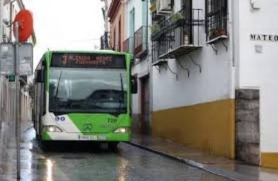 Vecinos de Alfaros vuelven a reclamar microbuses y más control de los bares