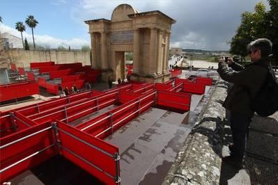 Al-Zahara denuncia que el ayuntamiento sacrifica el Casco Antiguo por la Carrera Oficial