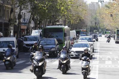 Los vecinos exigen los microbuses y el comercio, un aparcamiento