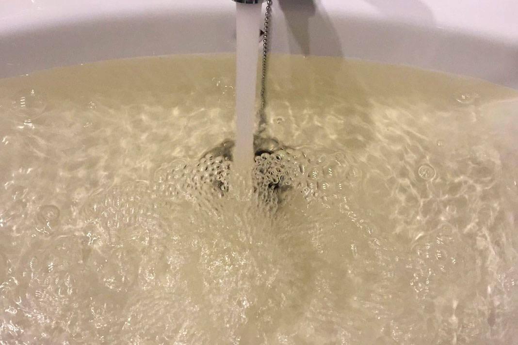 El Pleno se compromete a garantizar el suministro de agua potable en Las Jaras