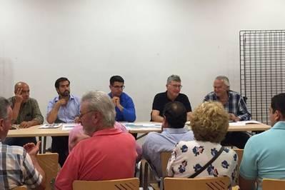 El Ayuntamiento expone a vecinos medidas para hacer posible la concesión de licencias en Trassierra