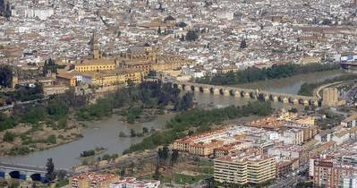 Acuerdan empezar a cambiar el Plan del Casco, pero sin prohibir permisos para viviendas turísticas