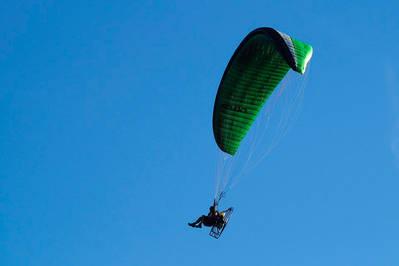 """Vecinos denuncian """"ruidos"""" e """"inseguridad"""" por los vuelos de parapentes en la ciudad"""