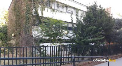 Los vecinos lamentan el penoso estado del Centro de Educación Permanente de Poniente Sur