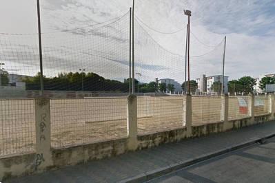 La instalación de césped en el campo de fútbol de la calle Marbella tendrá que esperar