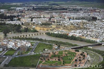 Vecinos de la Axerquía piden al Ayuntamiento un nuevo aparcamiento para residentes en Miraflores