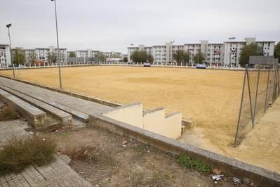 El Ayuntamiento ya puede poner césped al campo de fútbol de la calle Marbella
