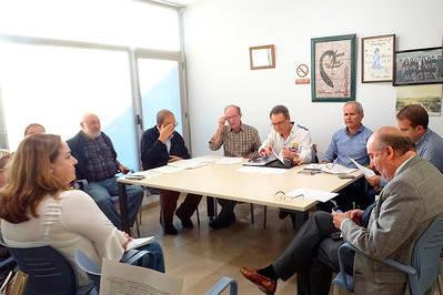 A la espera del dictamen de la comisión municipal para evitar el paso de vías del tren en Alcolea