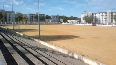 Ahora sí: el campo de fútbol de la calle Marbella será de césped