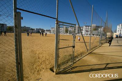 El Imdeco saca a contratación la instalación del césped artificial en la calle Marbella