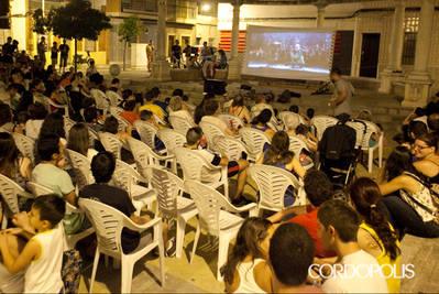 Valdeolleros estrena su cine de barrio